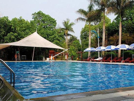 清远聚龙湾天然温泉度假村游泳池
