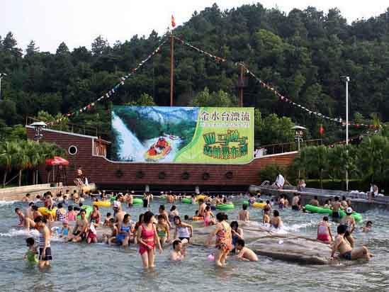 云浮新兴金水台温泉度假村冲浪池