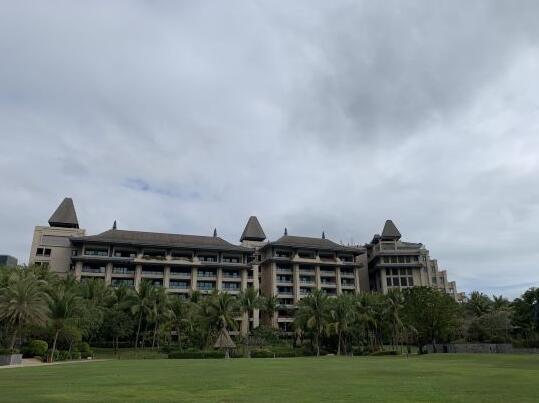 海南雅居乐莱佛士酒店外观