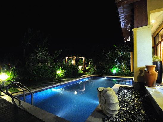 万宁中奥戴斯温泉度假酒店别墅泳池