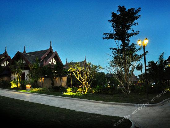 万宁中奥戴斯温泉度假酒店别墅夜景