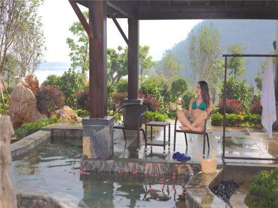英德宝晶宫天鹅湖温泉度假酒店遮雨温泉池